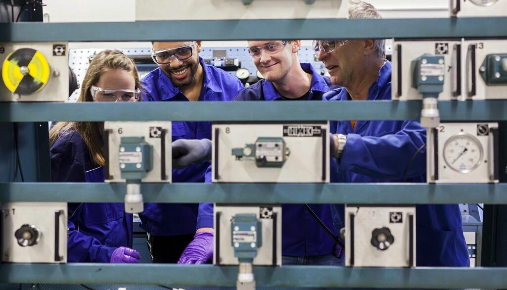 Praksisopphold for studenter er den klart vanligste formen for samarbeid mellom utdanning og arbeidslivi Norgeog andre land.