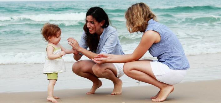 Det viktigste er ikke om det er to mammaer, men hvilken omsorg som gis, mener barn i skeive familier. (Foto: dubova, Microstock)
