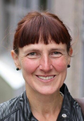 Marilyn Warings 25 år gamle kritikk om at global økonomi ignorerer kvinners ubetalte arbeid er like aktuell i dag, mener sosiolog Margunn Bjørnholt, redaktør av ny bok om feministisk økonomi. (Foto: Anita Haslie)