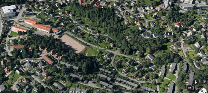 Vestbyveien, som her fører til Groruddalen skole til venstre i bildet, er hovedstadens grønneste gate.