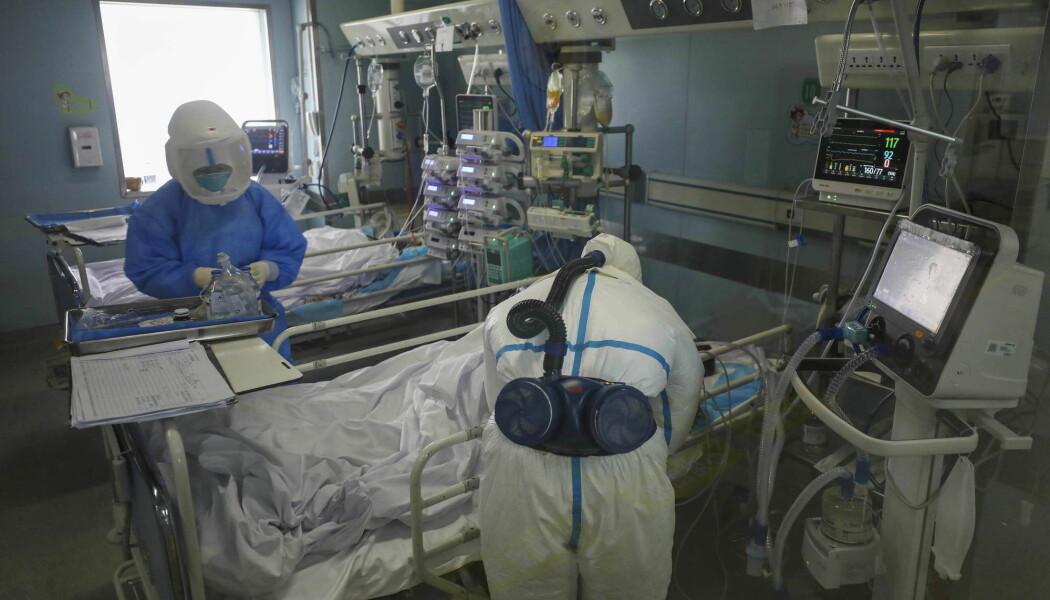 Disse sykehusarbiederne jobber på Jinyintan-sykehuset i Hubei-provinsen med pasienter med koronavirus. Bildet er fra 13. februar, og pasienter fra dette sykehuset var med i den nye undersøkelsen.