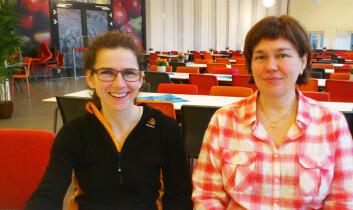Anne-Sofie Furberg (t.v) ved Institutt for samfunnsmedisin, og professor Johanna Sollid ved Institutt for medisinsk biologi på Universitetet i Tromsø. (Foto: Andreas R. Graven)