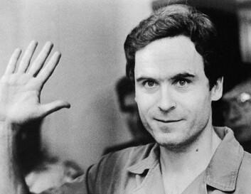 Ted Bundy brukte sjarme og sitt gode utseende for å lokke til seg kvinner som han voldtok og drepte. Ofte lot han som om han hadde brukket armen eller benet og trengte hjelp med å bære bøker. (Foto: State Archives of Florida)