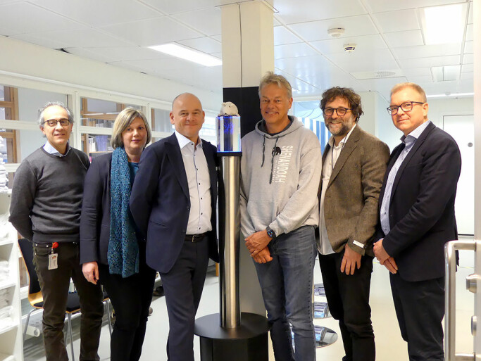 Pictured from left: Pål Richard Romundstad, Vice Dean for Research at NTNU's Faculty of Medicine and Health Sciences; Anne Marie Haga, director of awards, Foundation Stiftelsen Kristian Gerhard Jebsen; Sveinung Hole, managing director, Foundation Stiftelsen Kristian Gerhard Jebsen; Professor Edvard I Moser, scientific director, Kavli Institute for Systems Neuroscience, Kay Gastinger, managing director, Kavli Institute for Systems Neuroscience; Björn Gustafsson, Dean of NTNU's Faculty of Medicine and Health Sciences.