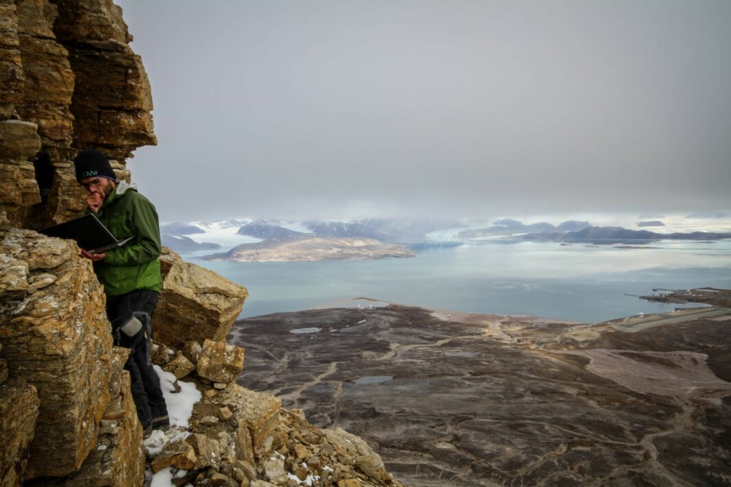Studying permafrost in remote places is challenging. Here Jaroslav Obu measures temperatures at a mountain side in Ny-Ålesund on Svalbard. Permafrost can also be observed with the help of satellites and permafrost models.