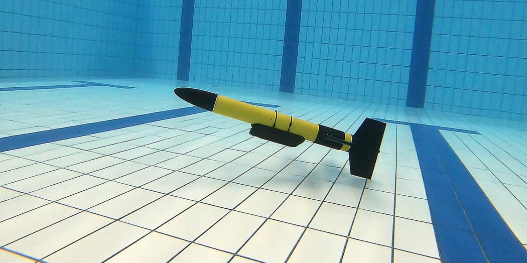 Undervannsglideren blir testet på Lambertseter bad i Oslo.