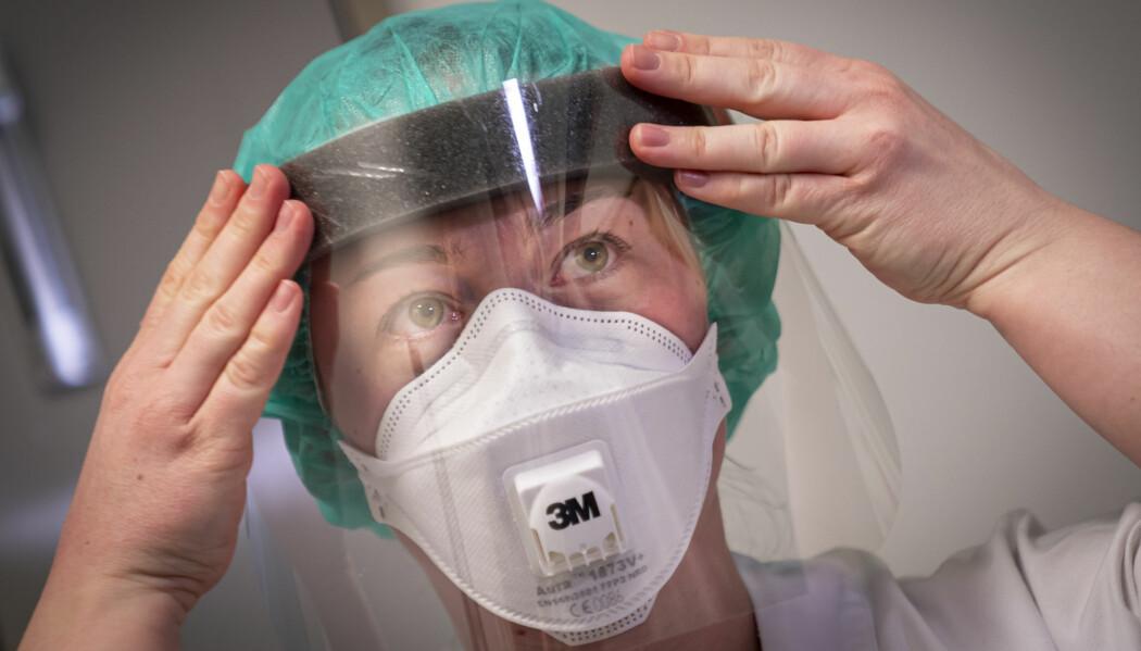 Mange nordmenn ber om å bli testet for koronavirus, flere opplever å bli avvist. Med frykten for å gå tom for testutstyr kommer FHI med klare restriksjoner.