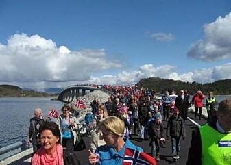 Feststemning da broen som knyttet sammen Ryfylkeøyene Nord-Talgje og Tjul åpnet i 2010.