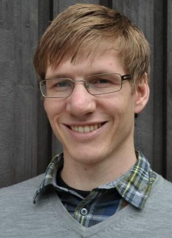 Eivind Støylen kan nå sammen med kolleger ved Meteorologisk institutt varsle polare lavtrykk. (Foto: Met.no)
