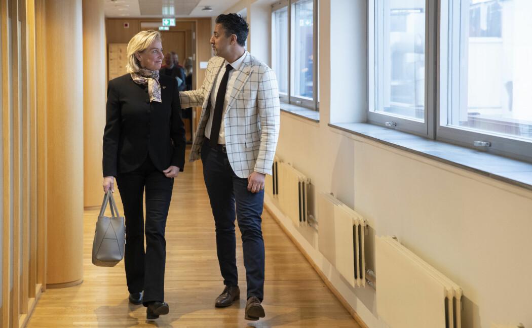 NIFs idrettspresident Berit Kjøll ønsker flere kvinnelige ledere i idretten. Her i møte med Kultur- og likestillingsminister Abid Raja.