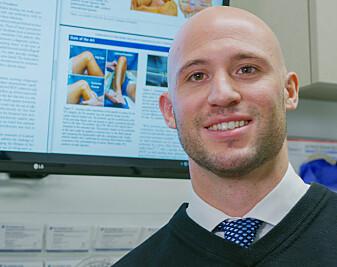 Nicholas DePhilipo er doktorgradsstipendiat ved Senter for idrettsskadeforskning på NIH og har studert anatomiske, biomekaniske og kliniske sider ved meniskkantskader. Han er utdannet fysioterapeut og har bakgrunn fra toppidrettstrening, bevegelseslære og rehabilitering.
