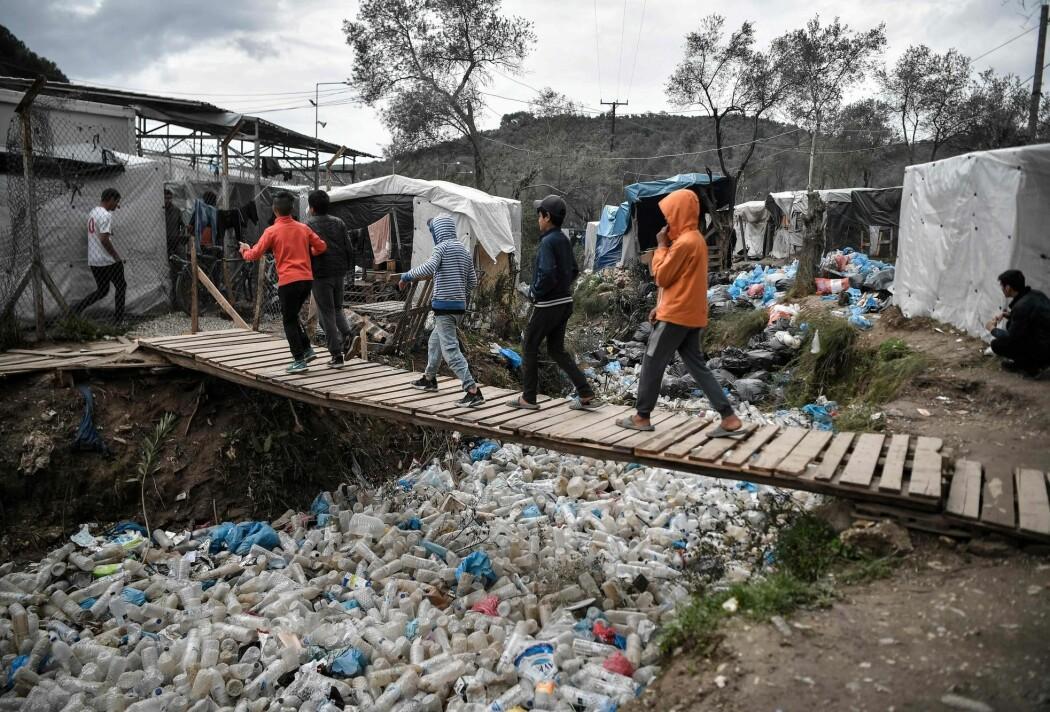 Norske forskere er svært bekymret for hva som vil skjer med befolkningen i flyktningleirer når korona-viruset melder sin ankomst. Her fra den greske leiren Moria i Lesvos.