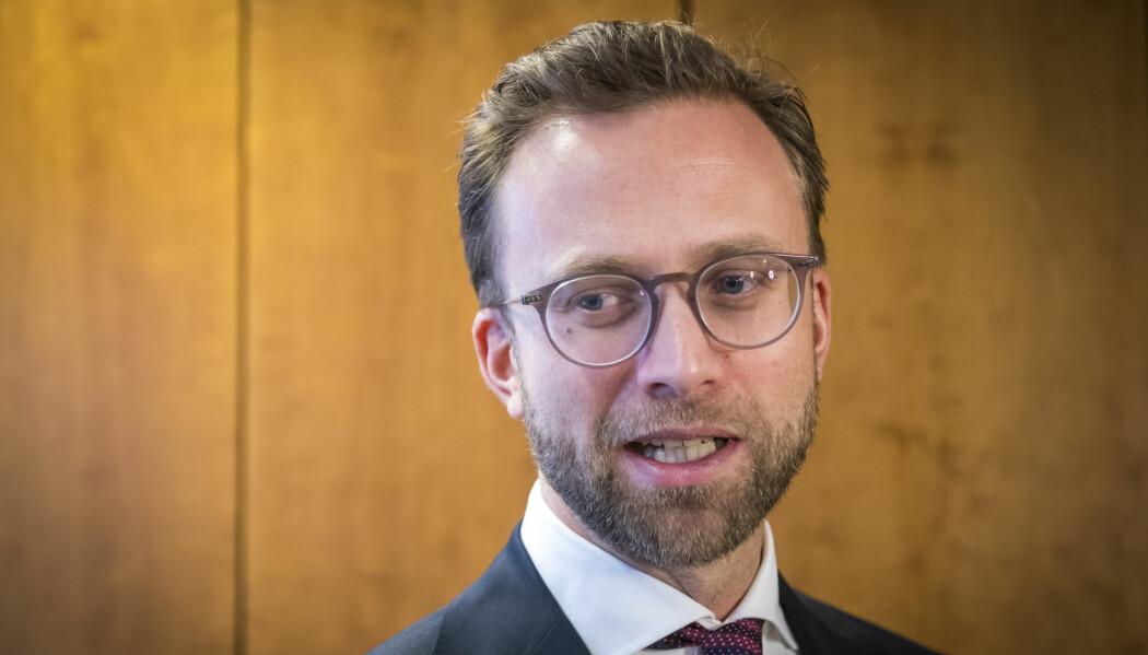 Forskningsrådet gir 185 millioner kroner til innovasjonsprosjekter i offentlig sektor. Kommunal- og moderniseringsminister Nikolai Astrup (H) mener oppgavene i offentlig sektor må løses på smartere måter.
