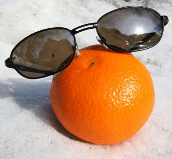 """""""Ny kunnskap om UV-stråler og grå stær minner om at det er tid for å ta fram solbrillene - og bruke dem flittig."""""""
