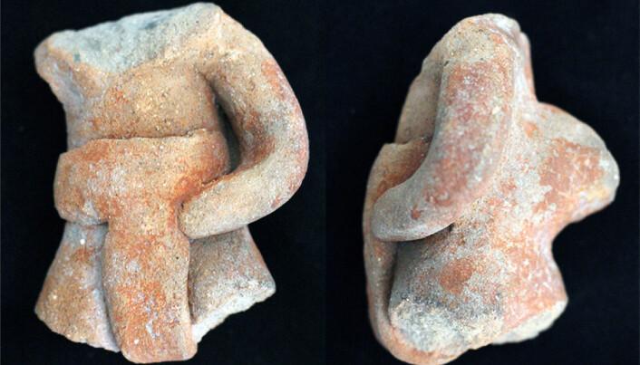 Figurer som sannsynligvis viser overkroppen til ballspillere. De har beskyttelse rundt hoftene