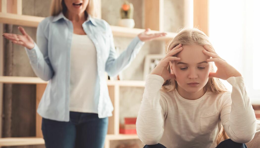 Nå tror mange barn og unge at de ikke kan treffe venner. Det er feil, sier forsker Carolina Øverlien. Er du frisk, anbefaler hun at du går ut og møter andre. Særlig om du har det vanskelig hjemme.