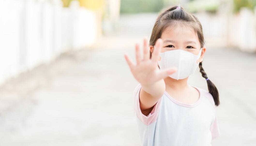 Vanlig influensa rammer spesielt de yngste og de eldste. De yngste fordi de har et lite utviklet immunforsvar og de eldste fordi de har et svekket immunforsvar. Hvorfor rammer koronaviruset annerledes?
