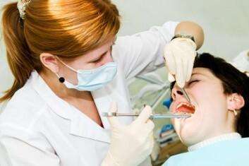 Kvinner som etablerer egen bedrift jobber gjerne i yrker hvor legitimitet oppnås gjennom utdanning, som tannlegeyrket. (Illustrasjonsfoto: www.colourbox.no)