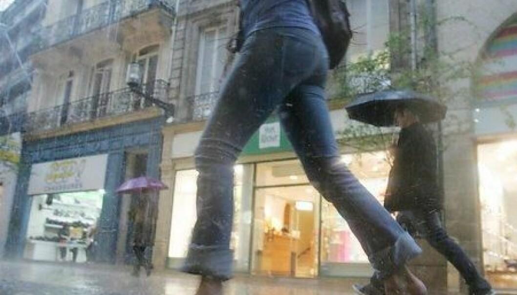 Blir man mindre våt hvis man løper gjennom regnet?