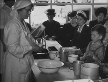 Matauk og selvberging var et naturlig  tema i mange reportasjer i filmrevyen under krigen. (Foto: Filmrevyen)