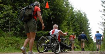 Ut på tur til beins og i rullestol (Foto: Jon Arne Dammen,NIH)