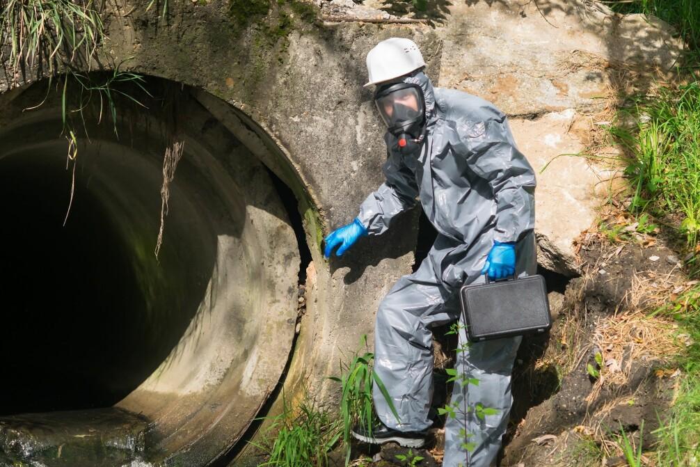 Virus formerer seg i tarmen. Dermed ender det i do.  – Med en gang det er nok virus som skilles ut, kan vi finne det i avløpsvannet, forklarer forsker Mette Myrmel.