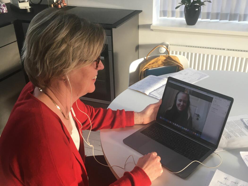 Universitetslektor Astrid Haugestad startet umiddelbart som foreleser fra eget hjem da campusene ble stengt.
