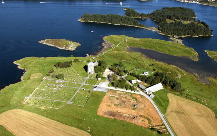 Det har vært flere kongsgårdsanlegg på Avaldsnes i Rogaland gjennom historien. Framveksten av det norske kongedømmet var nært knyttet til kontrollen over skipsfarten langs kysten, seilingsleden Norðvegr. Avaldsnes var viktig både for tidlige småkonger og senere rikskonger. (Foto: KIBmedia)