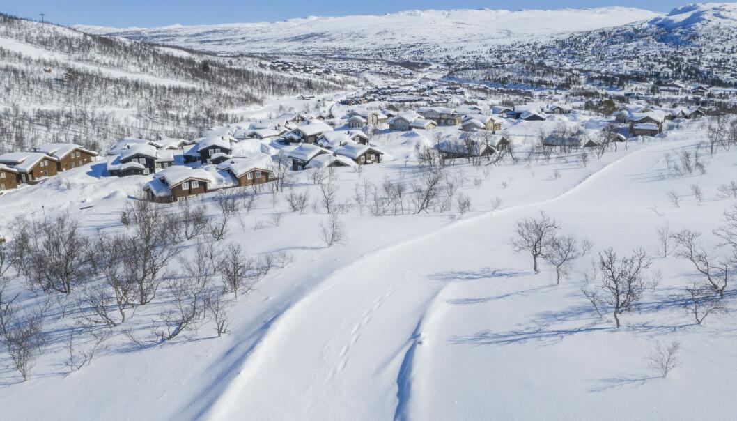 På Hovden i Setesdal i Bykle kommune er det stille på grunn av koronapandemien. Regjeringens hytteforbud har skapt høylytt debatt.