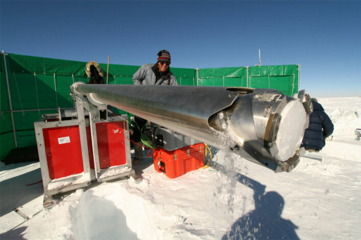 Iskjerneboring i Antarktis i forbindelse med Polarårprosjektet TASTE-IDEA. (Foto: Stein Tronstad/ Norsk Polarinstitutt)