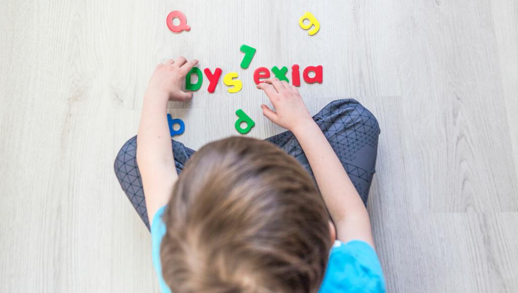 Dysleksi er ikke noe man bare vokser av seg. Derfor er det viktig at det oppdages tidlig så tiltak kan bli satt inn, ifølge forsker.