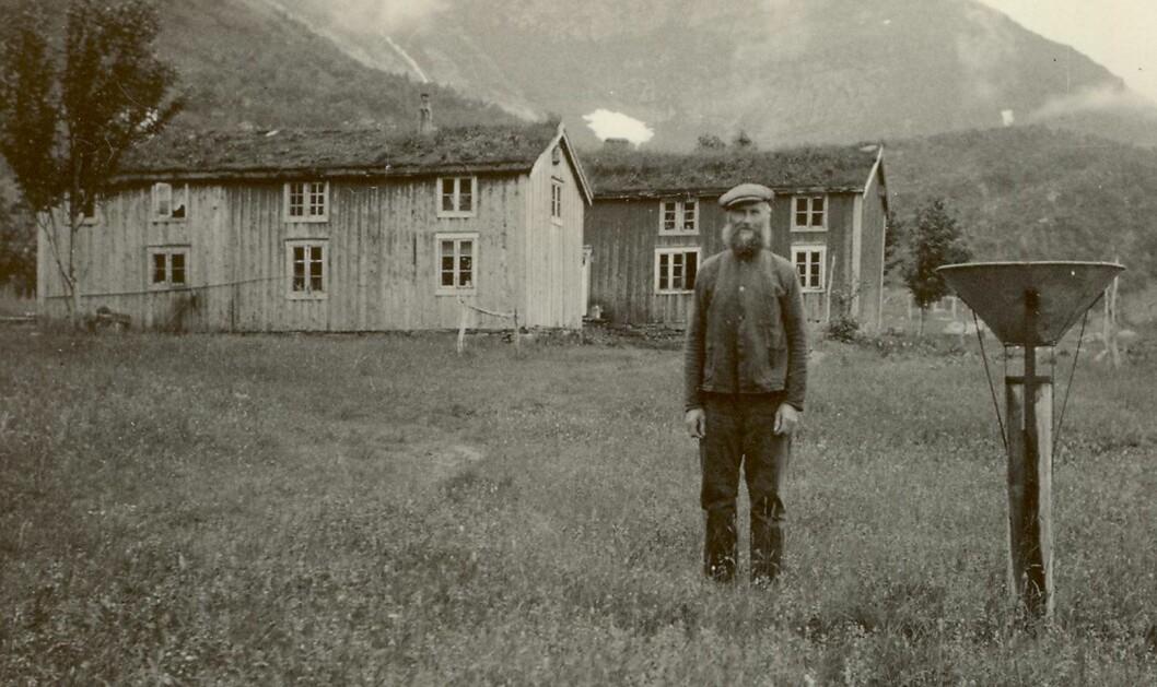I 1922 begynte Ludvig Nilsen Vatne i Lurøy å registrere temperatur, nedbør, vind og snødybde. (Foto: Privat)