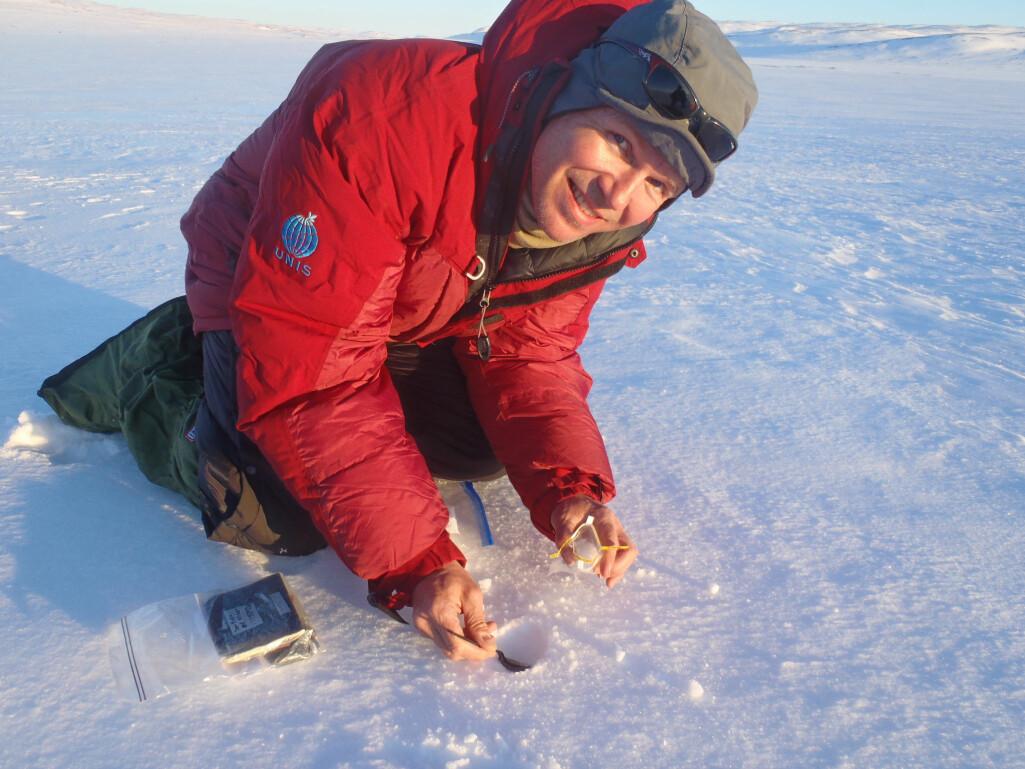 Jan Even Øie Nilsen fra Bjerknessenteret og Havforskningsinstituttet var en av skigåerne som brukte fjorårets påskeferie til å hjelpe Harald Sodemann med snøprøver langs tungtvannsruten fra Ustaoset til Rjukan. I snøen der er det tungtvann.