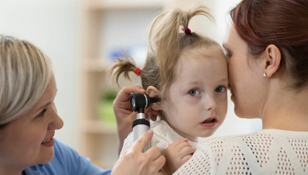 Besøkene fra barn under fem år med ørebetennelse ble halvert på legevaktene på åtte år.