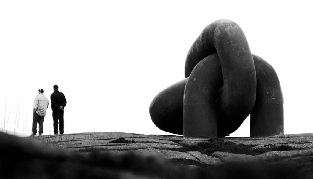 Minnemonumentet over Aleksander Kielland-ulykken symboliserer en brutt lenke. Skulpturen er plassert på Måkeberget ved Hafrsfjord.