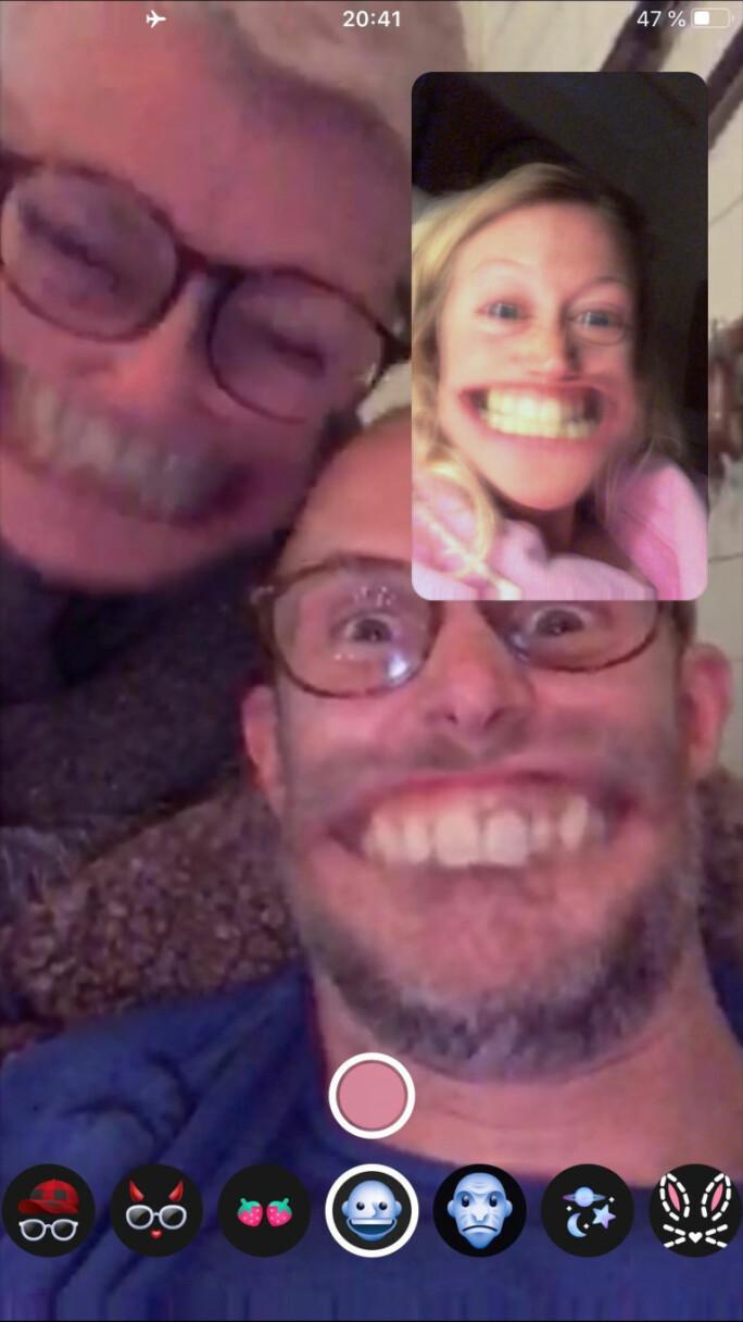 Gøy med filter: Snakk med familie og venner over internett! Her er kokk Karin Jansdotter i samtale med mor og bror som befinner seg hjemme i Sverige.