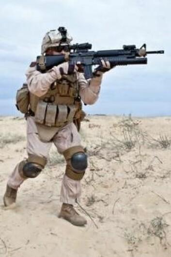 Våpen og krig er en del av den verdenen vi har skapt. Det kan barn ikke unngå å legge til merke. Noen av dem bruker krigsspill til å bearbeide denne volden. (Foto: Colourbox)