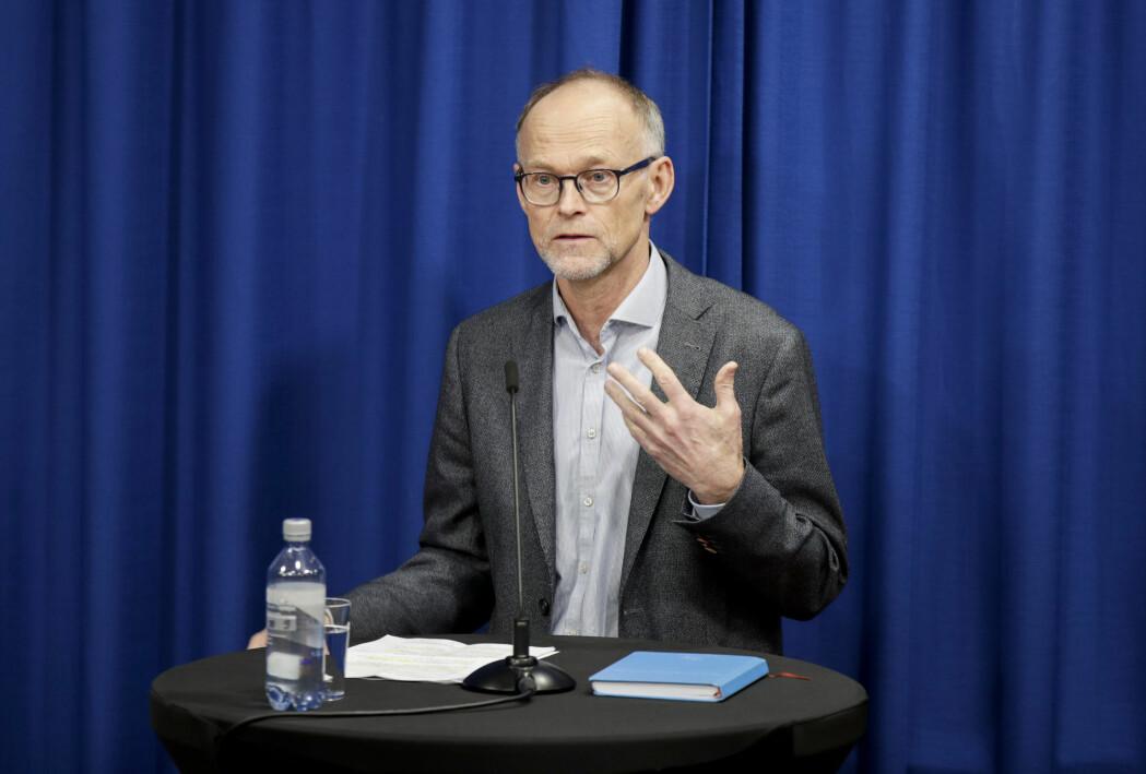 Fagdirektør Frode Forland i Folkehelseinstituttet vil teste et utvalg av befolkningen, istedenfor bare noen grupper.