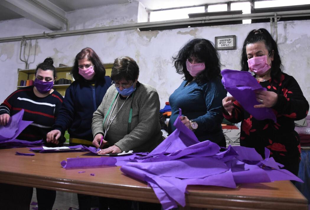 Aleppo 27. mars: Armensk-syriske frivillige syr masker som skal distribueres til fattige som trenger å beskytte seg mot koronaviruset.