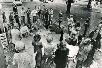 Norges første pornobål, 27. august 1977, på Olaf Ryes plass i Oslo. (Foto: Klassekampen)