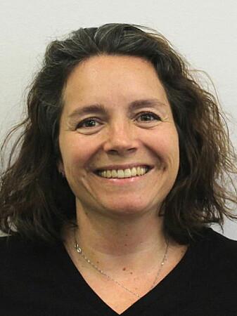 Elisabeth Wiken Telenius sier at mange pårørende ikke tør å sende sine syne fra seg på grunn av smitte.