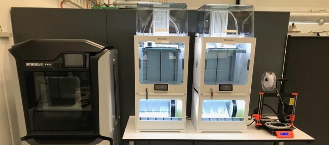 Eit laboratorium ved Universitetet i Agder har utstyr som er retta mot offshoreindustrien. No blir 3D-printarar brukt til å lage smittevernmasker.
