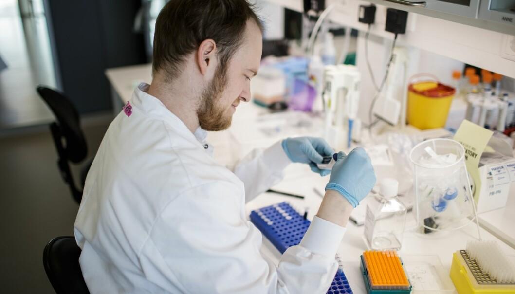 Denne forskeren på Københavns Universitet i Danmark er en dem som jobber for å lage en vaksine mot koronaviruset.