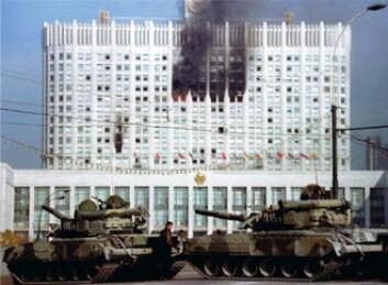 """""""Symbol: Det hvite hus i Moskva ble benyttet av det russiske parlamentet da det ble beleiret og beskutt i 1993. I dag fungerer Det hvite hus som regjeringsbygning for det russiske kabinettet."""""""