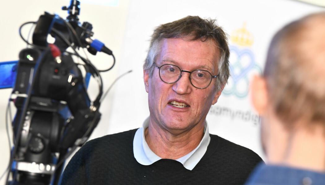Statsepidemolog Anders Tegnell, en av lederene i den svenske Folkhälsomyndigheten, har stor innflytelse på Sveriges valg av strategi for å kjempe mot koronaviruset. Politikerne spiller annenfiolin sammenliknet med i Norge.
