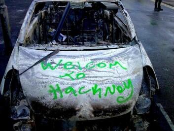 En utbrent bil står igjen etter opprørene i august 2011. (Foto: Yohan Euan, Wikimedia Commons)
