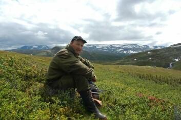 Atle Mysterud har studert hvilke følger sauebeiting har for planter og dyr. (Foto: Atle Mysterud)