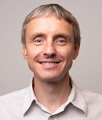 Lege og forsker Arne Søraas hev seg rundt og satte i gang en spørreundersøkelse om hvilke vaner nordmenn har før og under koronaepidemien.