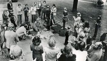 Norges første pornobål, 27. august 1977, på Olaf Ryes plass i Oslo. Klassekampen