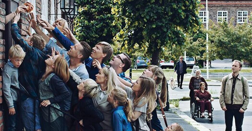 NRK-serien Kampen for tilværelsen, som harselerer med den privilegerte middelklassens større og mindre problemer, er blant fortellingene Elisabeth Oxfeldt har forsket på.